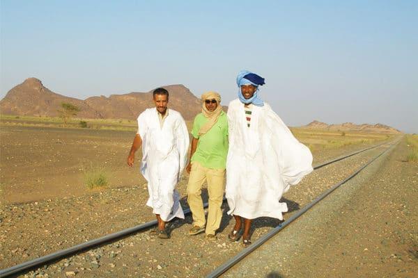 Guides Mauritanides sur les rails du train du désert