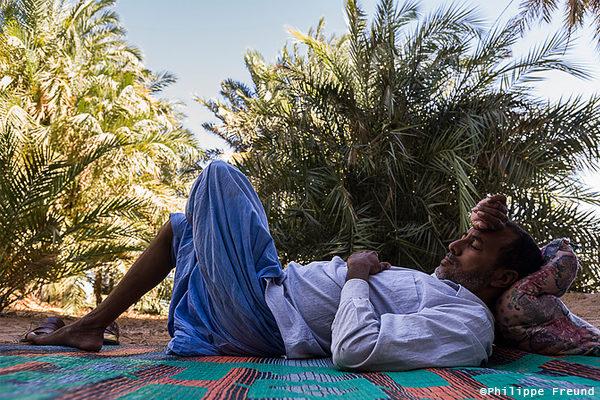 L'heure de la sieste à l'ombre des palmiers - Mauritanie