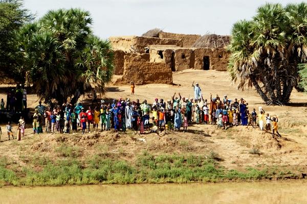 Rassemblement villageois fleuve sénégal