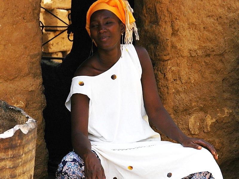 Portrait femme sénégalaise. Fleuve Sénégal et parc du Diawling.